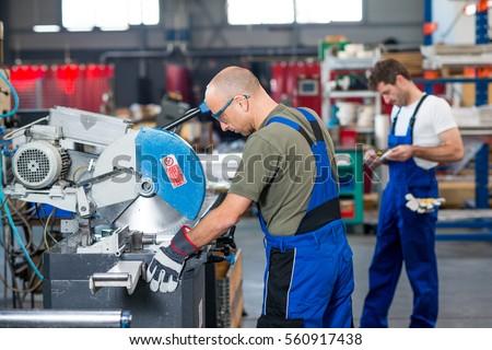 Worker Protective Clothing Factory Using Machine Photo – Machine Mechanic