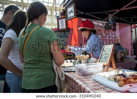 TYNEMOUTH, TYNESIDE, ENGLAND. AUGUST 23, 2015. Stall Holders and shoppers browse goods and stalls at Tynemouth Market. August 23, 2015, Tynemouth, Tyneside, Engand, UK.
