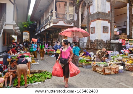UBUD, BALI - OCT 17: Balinese woman in market sell fruits at the local market on October 17, 2013 in Ubud, Bali, Indonesia