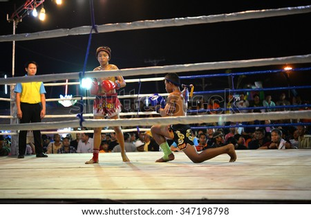 UDONTHANI THAILAND - 4 DECEMBER 2015 : Admission is free unidentified players in Muay thai on December 4 , 2015 at tung sri maung park Udonthani in Thailand