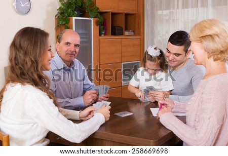 United family playing cards together and keeping score