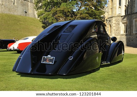 UNITED KINGDOM - SEPTEMBER 13: Rolls Royce on display at the United Kingdom Concours d'elegance Classic Car Expo at Windsor Castle on September 13, 2012 in Windsor, United Kingdom. - stock photo