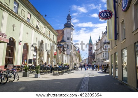 Unrecognized people walk and have a rest in outdoor cafes in Old Town. Maribor is the second largest city in Slovenia. 20.04.2016