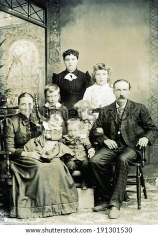USA - WISCONSIN - CIRCA 1890 A vintage photo of a large Victorian family. The parents are sitting with six children. The mother is holding a smiling baby. Photo is from the Victorian era. CIRCA 1890 - stock photo