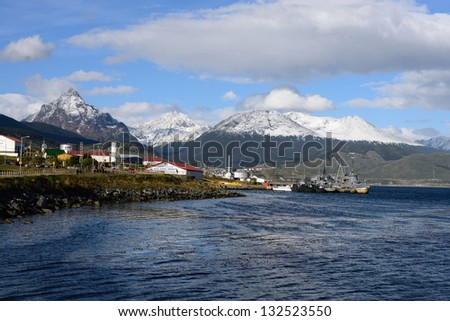 Ushuaia is the southernmost city in the world. Its superlative location allows you to enjoy sea, mountains and forests at the same time.