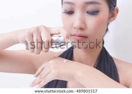 Using Liquid foundation for women.
