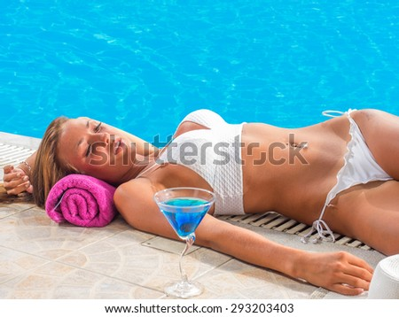 Vacation.Beautiful young woman at the swimming pool
