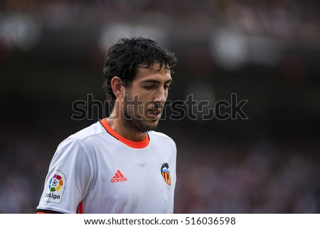 VALENCIA, SPAIN - OCTOBER 22: Parejo during BBVA League match between Valencia C.F. and Barcelona at Mestalla Stadium on October 22, 2016 in Valencia, Spain