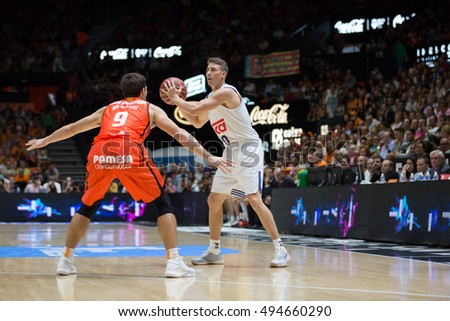 VALENCIA, SPAIN - OCTOBER 6th: Carroll with ball during spanish league match between Valencia Basket and Real Madrid at Fonteta Stadium on October 6, 2016 in Valencia, Spain