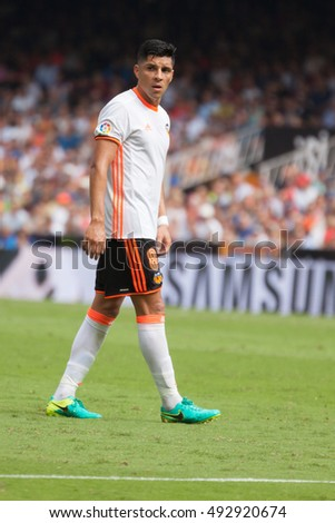 VALENCIA, SPAIN - OCTUBER 2nd: Enzo Perez during Spanish soccer league match between Valencia CF and Atletico de Madrid at Mestalla Stadium on Octuber 2, 2016 in Valencia, Spain