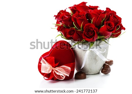 thành phần với hoa hồng và hộp quà tặng trên trắng Valentine