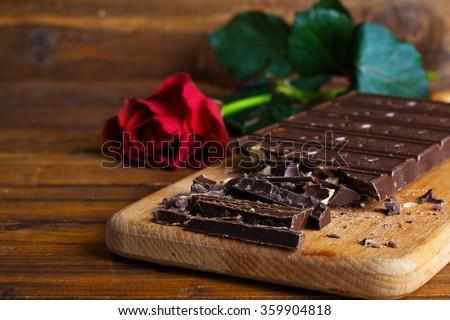 Valentine sô cô la với hạt dẻ Rose