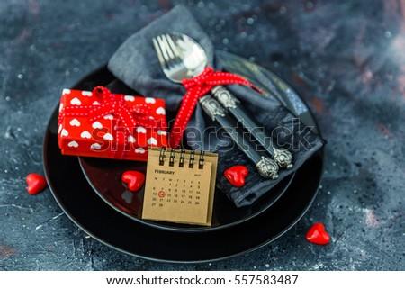 ngày ăn tối Valentine với thiết lập bảng