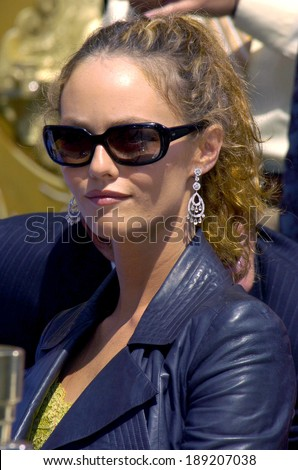Vanessa Paradis at the press conference for Handprint & Footprint Ceremony for Johnny Depp, Grauman's Chinese Theatre, Los Angeles, CA, September 16, 2005 - stock photo