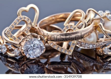 Various women's gold jewelry : rings, earrings and pendant