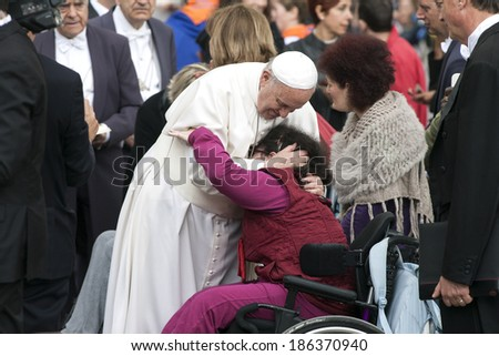 VATICAN CITY, VATICAN - APRIL 09 :  Pope Francis greets the pilgrims during his weekly general audience in St Peter's square at the Vatican on April 09, 2014.