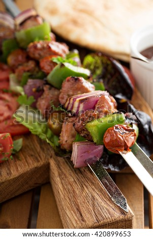 Veal kebabs with red onion and bell pepper