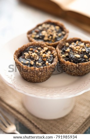 Vegan tarts with nuts