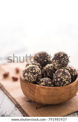 Vegan truffles with nuts