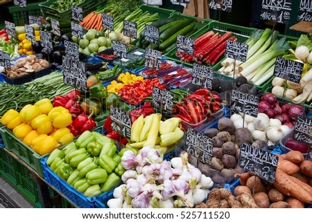 Vegetable market. Names of corresponding vegetables written in German and prices in Euros.