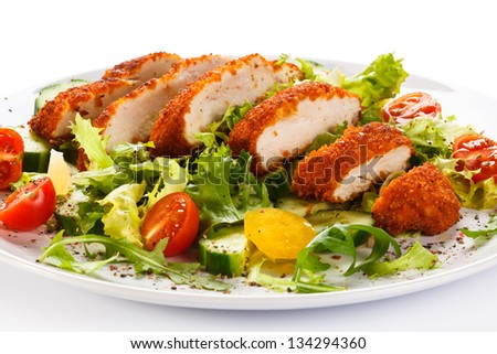 Vegetable salad with fried chicken meat