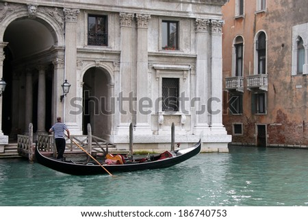 VENICE, ITALY - OCTOBER 26 : Gondolier rowing along a canal in Venice on October 26, 2006. Unidentified man.