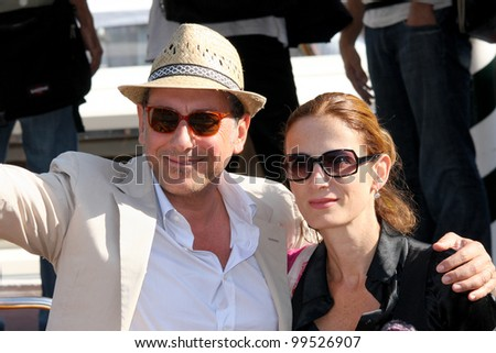 VENICE - SEPTEMBER 07: actor Sergio Castellitto and wife Margaret Mazzantini during the 66th Venice Film Festival on September 7, 2009 in Venice, Italy.