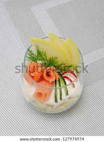 Verrin with apple, cucumber and radish for yogurt and smoked salmon