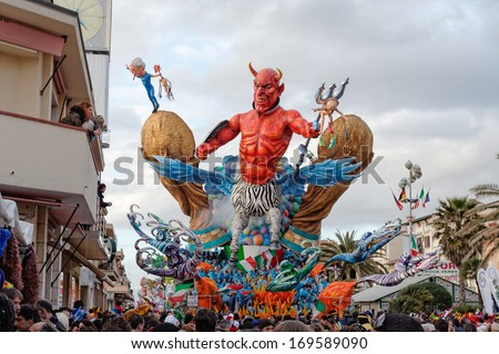 VIAREGGIO, ITALY - FEBRUARY 20:   allegorical float of football betting scandal in Italy involving AC Milan and Juventus FC at Viareggio Carnival held February 20, 2007