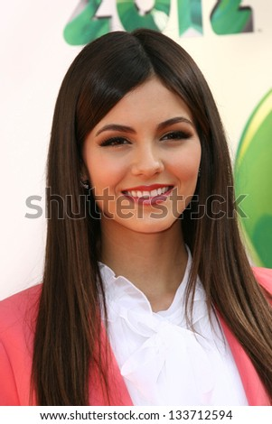 Victoria Justice at the 2012 Nickelodeon Kids' Choice Awards, Galen Center,  Los Angeles, CA 03-31-12