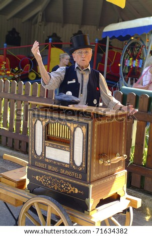 VIENNA, AUSTRIA - SEPTEMBER 02: unidentified man with his barrel organ  in the yearly meeting for organ grinders in the Bohemian Prater on September 02, 2006 in Vienna, Austria