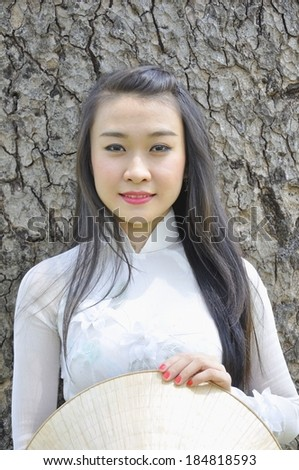 Vietnamese girl wear white Ao dai (Vietnam nation dress)