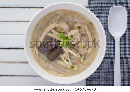 Vietnamese Traditional Food- soup containing rice vermicelli and chicken.