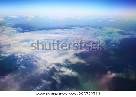 view from the bird's-eye view of the airplane window at the horizon and clouds
