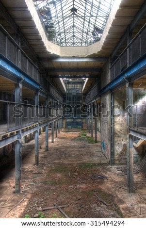 View in a large abandoned production hall