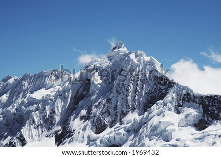 View Jancarurish peak in the Cordilleras mountain
