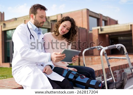 View of a Doctor showing reeducation's tips on tablet