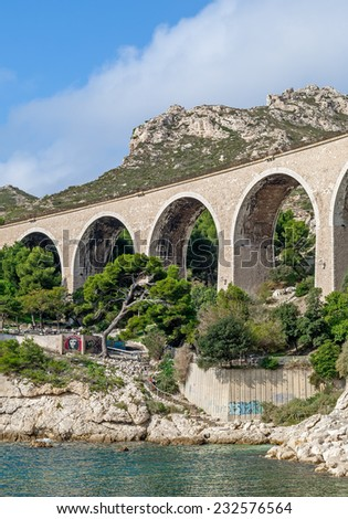 """View of the historic viaduct in """"Le Estaque"""" near Marseille in South France - stock photo"""