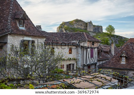 village Saint-Cirq-Lapopie, member of the Les Plus Beaux Villages de France (The most beautiful villages of France) association in Lot, south-western France. Tiled roofs, narrow streets rural views