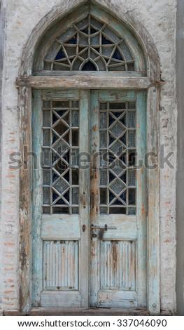 Vintage door & Vintage Door Stock Photo (Royalty Free) 337046090 - Shutterstock