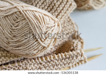 Vintage Knitting needles and yarn on white wooden background