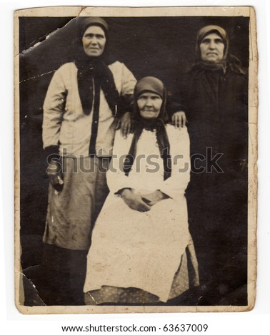 Vintage photo of a family (Russia, beginning of 20th century)