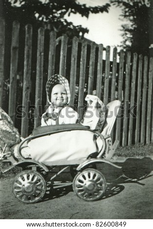 Vintage photo of baby girl (1955)