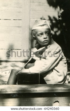 Vintage photo of young boy (early fifties)