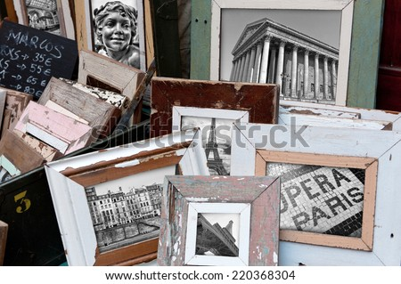 Vintage picture frames with images of Paris