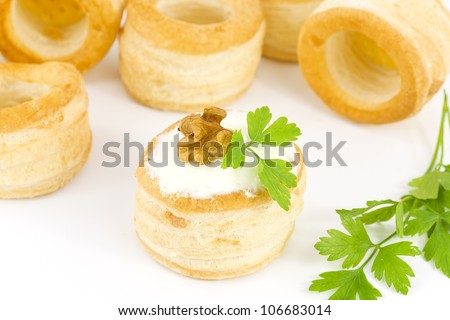 vol-au-vent with cream cheese and walnuts