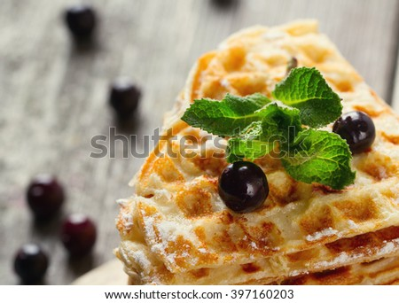 Waffles with mint and blackberry