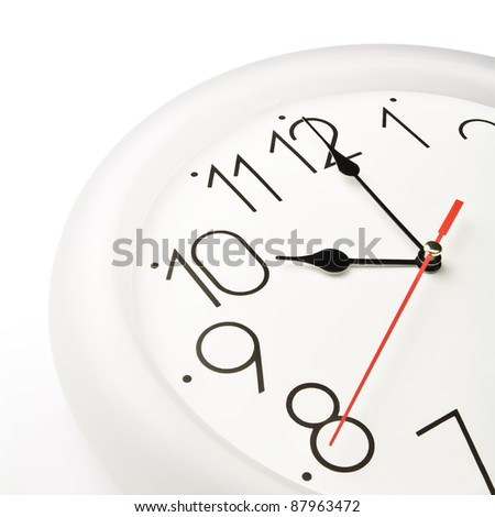 Wall clock showing the tenth hour