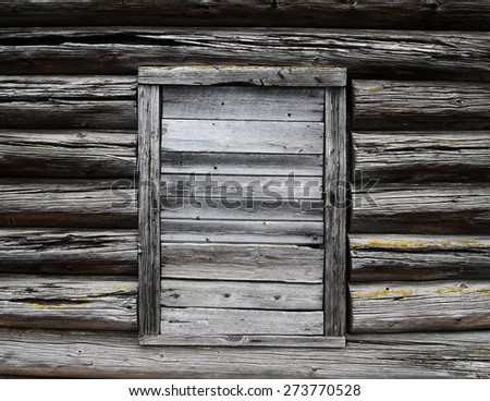 Wall from old logs with cracks