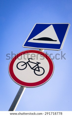 warning round bicycle lane sign against a blue sky - stock photo